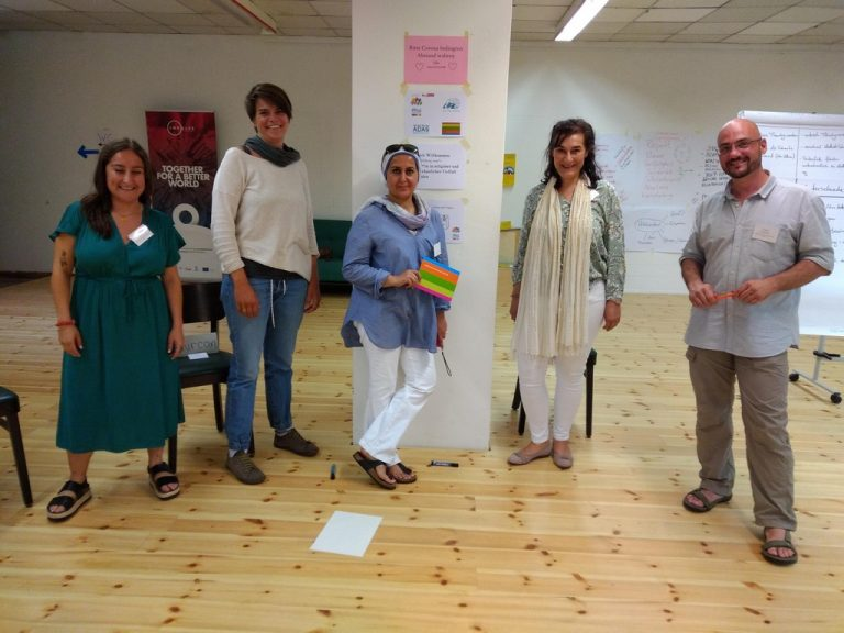 Diversity-Trainings um religiöse und weltanschauliche Dimension erweitert