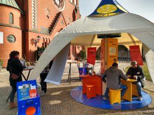 """Read more about the article Unterwegs mit dem Ausstellungs- und Begegnungszelt """"Facetten des Glaubens"""" von ESTAruppin e. V."""